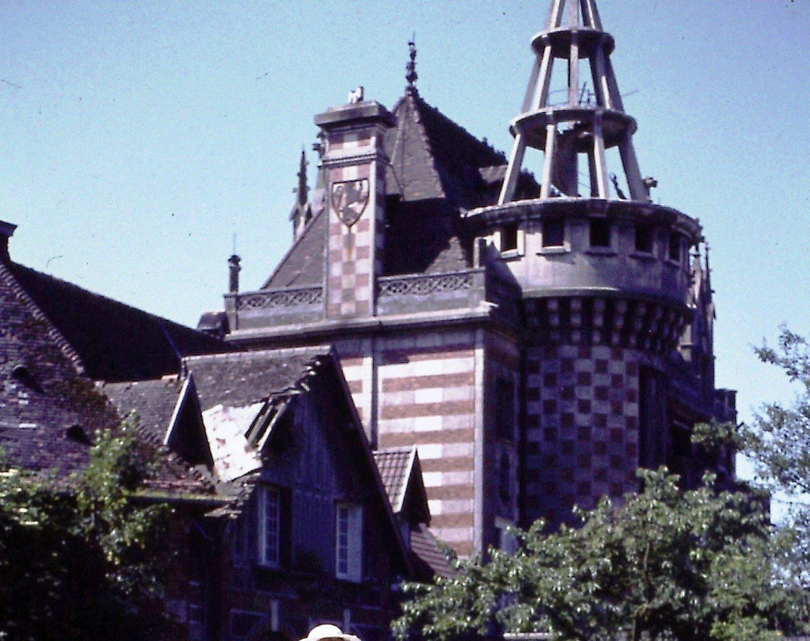 Famars-1981-Chateau-Harpignies manoir dans histoire