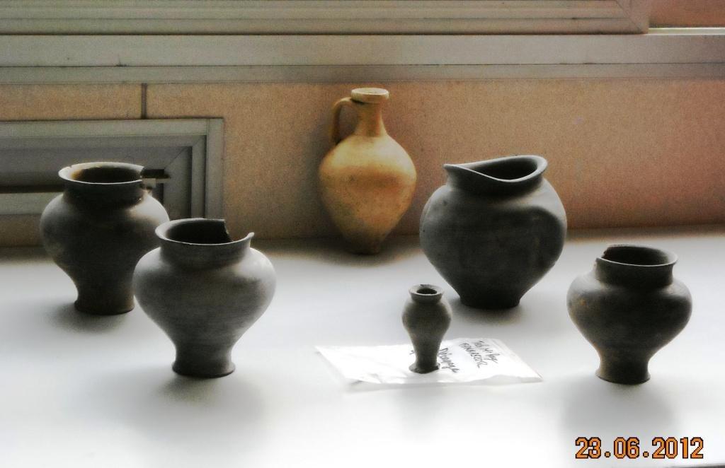 Quelques-vases-Portes-ouvertes-fouilles-technopole-23-juin-2012-009