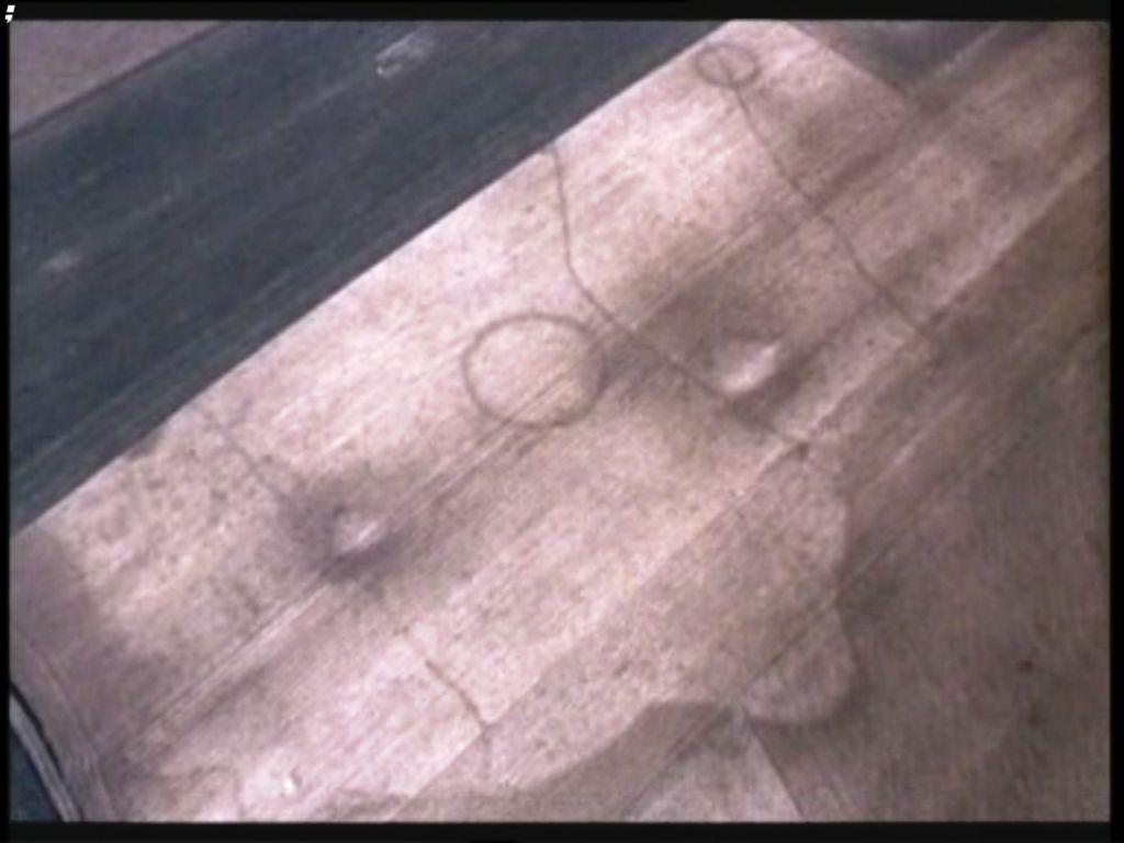 -Archéologie aérienne: Chaussée Brunehaut Bavay-Cambrai dans Archéologie ce-ne-sont-pas-des-Crop-Circles