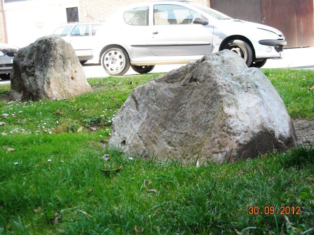 cambrai-les-pierres-jumelles Menhir